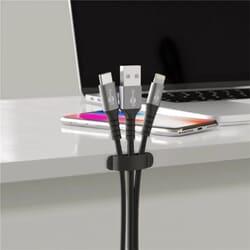 Få styr på kabler og ledninger med en selvklæbende kabelholder - Selvklæbende kabelholder til bord - sæt med 6 stk., sort